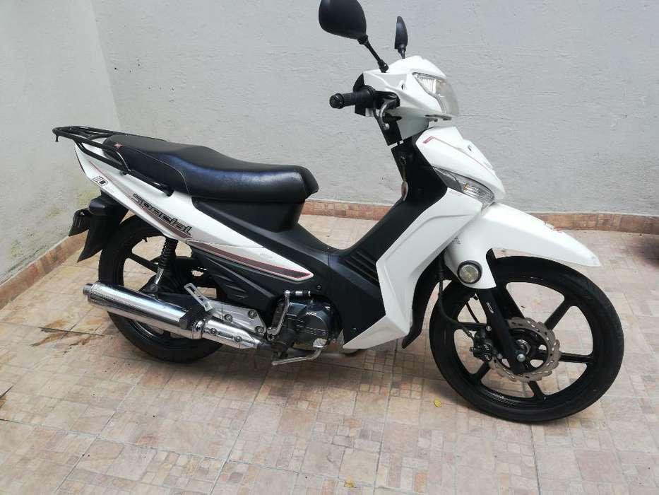 Vendo Akt 110 Special Modelo 2015