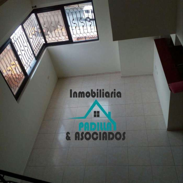 ARRIENDO APARTAMENTO CENTRO, MUY AMPLIO, DUPLEX 2 ALCOBAS