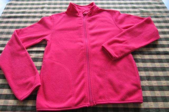 Campera de polar color rojo para nena, marca europea!!, muy poco uso!!, casi nueva!!, impecable!