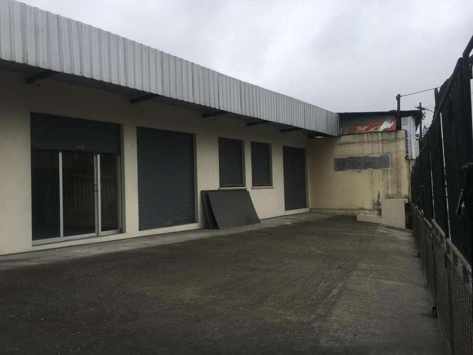 Se renta oficina y/o locales comerciales en Santo Domingo