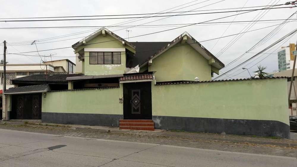 Venta de casa en Alborada VI, norte de Guayaquil, cerca del City Mall y La Rotonda. 270.000. Negociable.