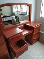 Mueble de Tocador en Madera Cedro