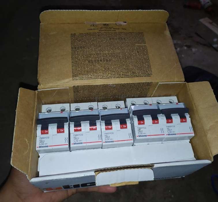 Bticino Termomagnetico 2x32 Caja de 5 U
