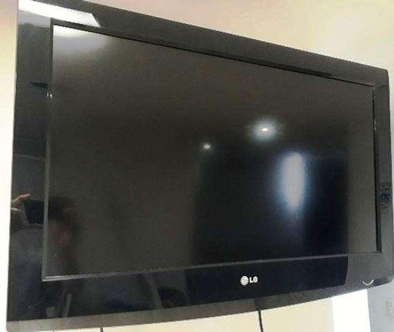 TV LG 32 Pulgadas LCD Control y Base
