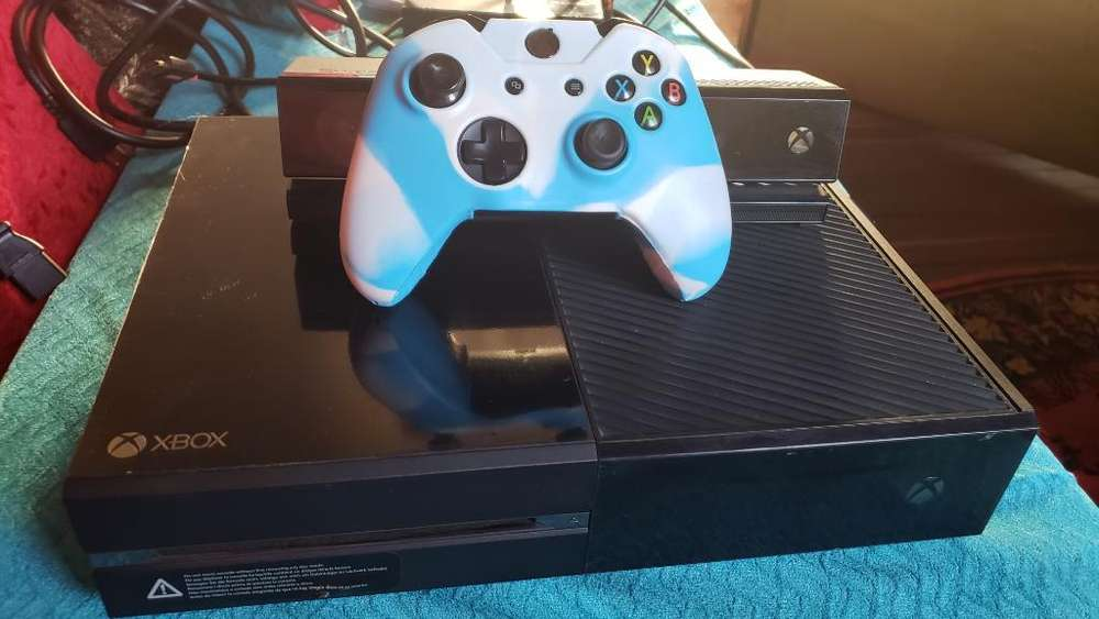 Xbox One Usado con 6 Juegos Originales