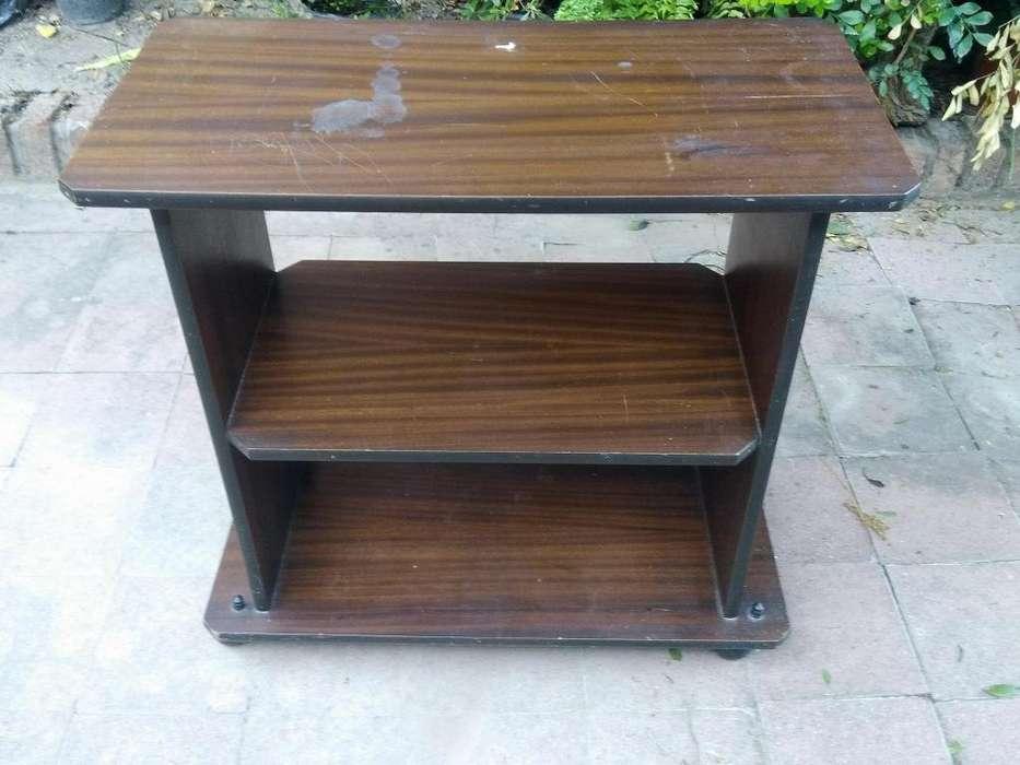 vendo mesa de madera con ruedas