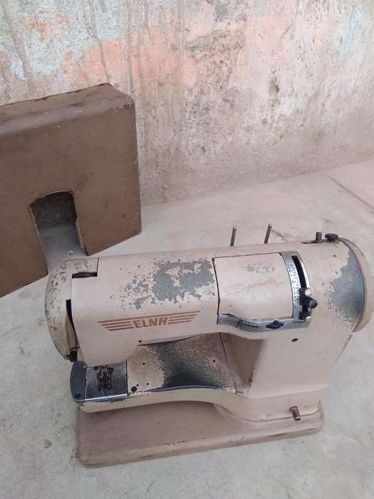 Antigua Máquina de Coser Elna. Suiza