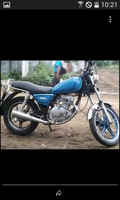 Moto Suzuki Gn