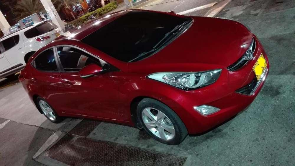 Hyundai Elantra 2013 - 7300 km
