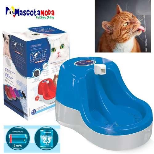 Fuente bebedero para gatos con movimiento de agua constante