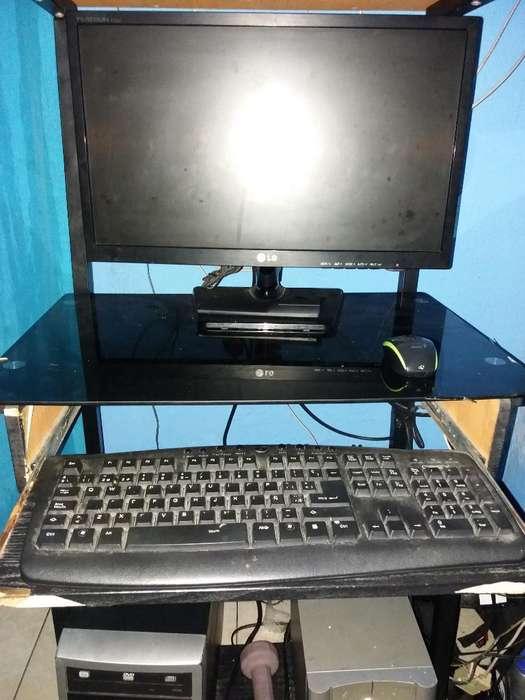 Computador con Mesa 21 Pulgadas