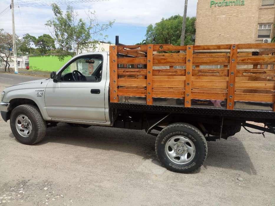 Toyota Hilux 2005 - 166500 km