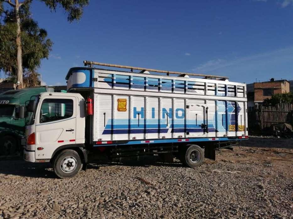 Remate de Camion Hino, Muy Conservado
