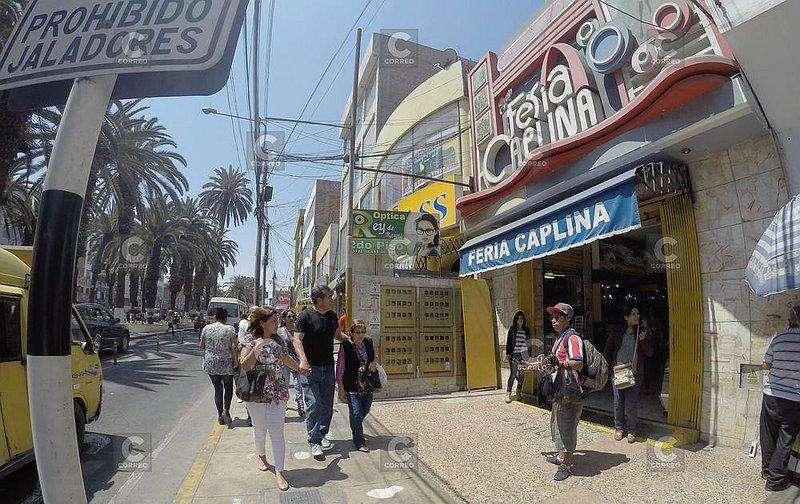 ALQUILO LOCAL COMERCIAL EN LA FERIA CAPLINA (ZONA ALTAMENTE COMERCIAL,
