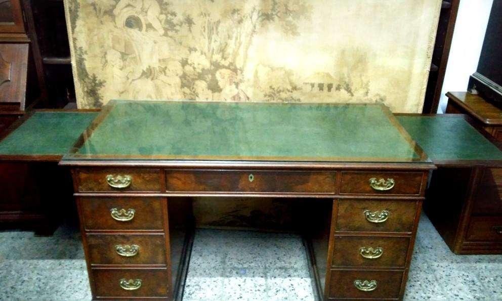 Excelente <strong>escritorio</strong> Ingles Macizo En Raiz De Nogal Con Alas