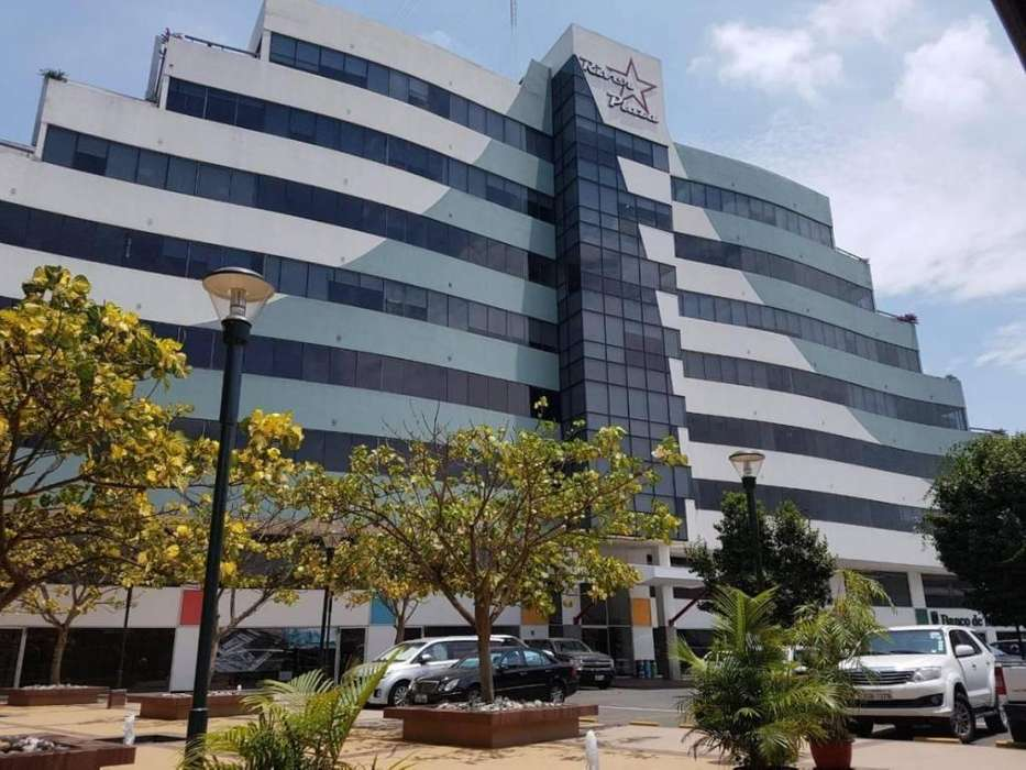 Venta de <strong>oficina</strong> Comercial en el Edificio River Plaza - L. Rojas
