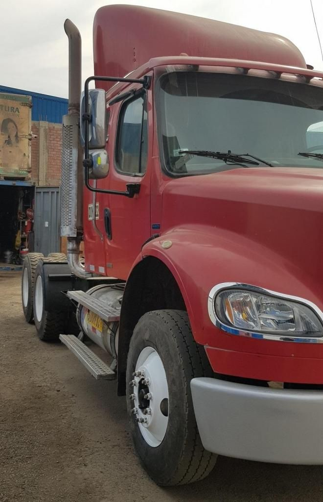 Tracto Camión Remolcador Freightliner M2112 2009