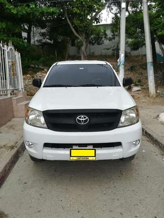 Toyota Hilux 2008 - 176064 km