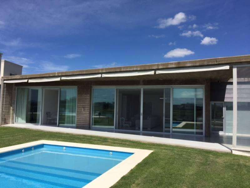 Excelente casa a la laguna en San Benito!!!