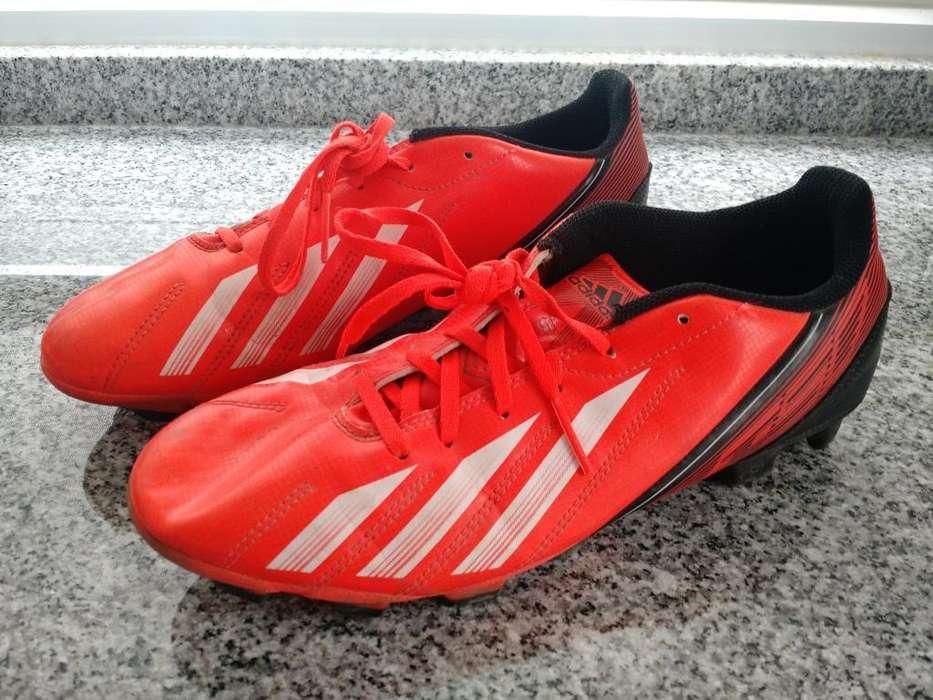 Botines de Futbol Adidas Y Nike