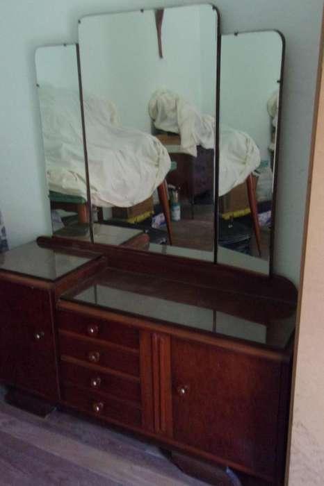 Cómoda con espejo y 2 mesas de luz Estilo Art Deco (NO VENDO POR SEPARADO)
