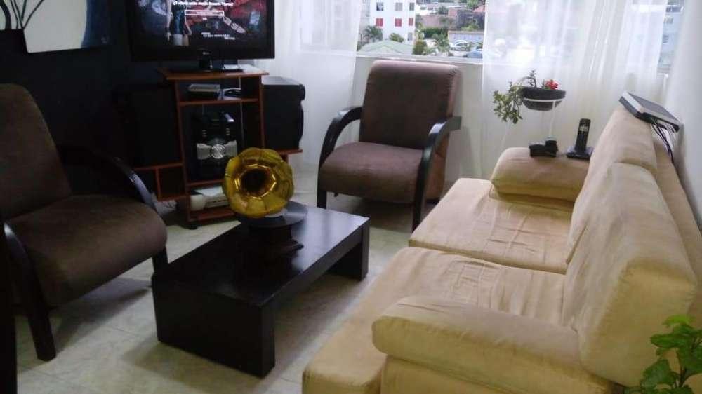 se vende juego de sala 2 sillas sofa y mesa de centro economico