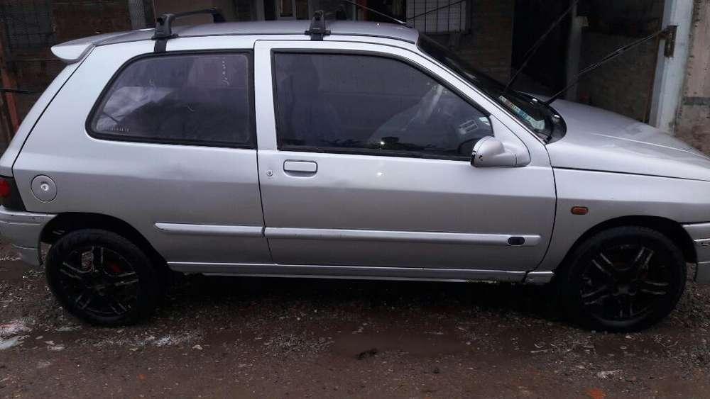 Renault Clio  1996 - 300000 km