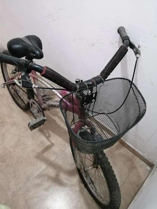 Se Vende Bicicleta Playera Mediana.
