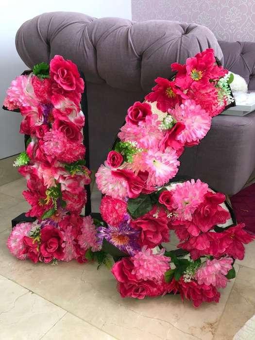 Numero 16 en Flores Fucsias