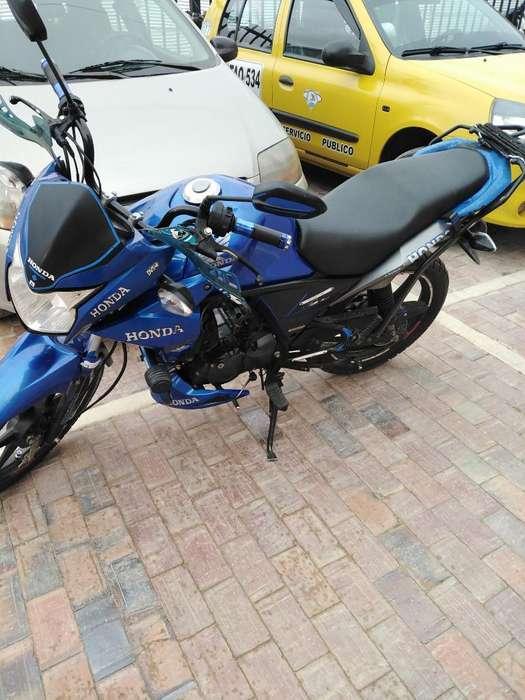 Se Vende Moto en Magníficas Condiciones