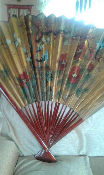 Abanico Pintado a Mano con Bambu Origina