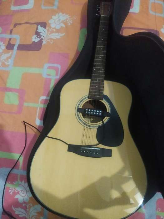 Guitarra Yamaha F325d Electroacústica