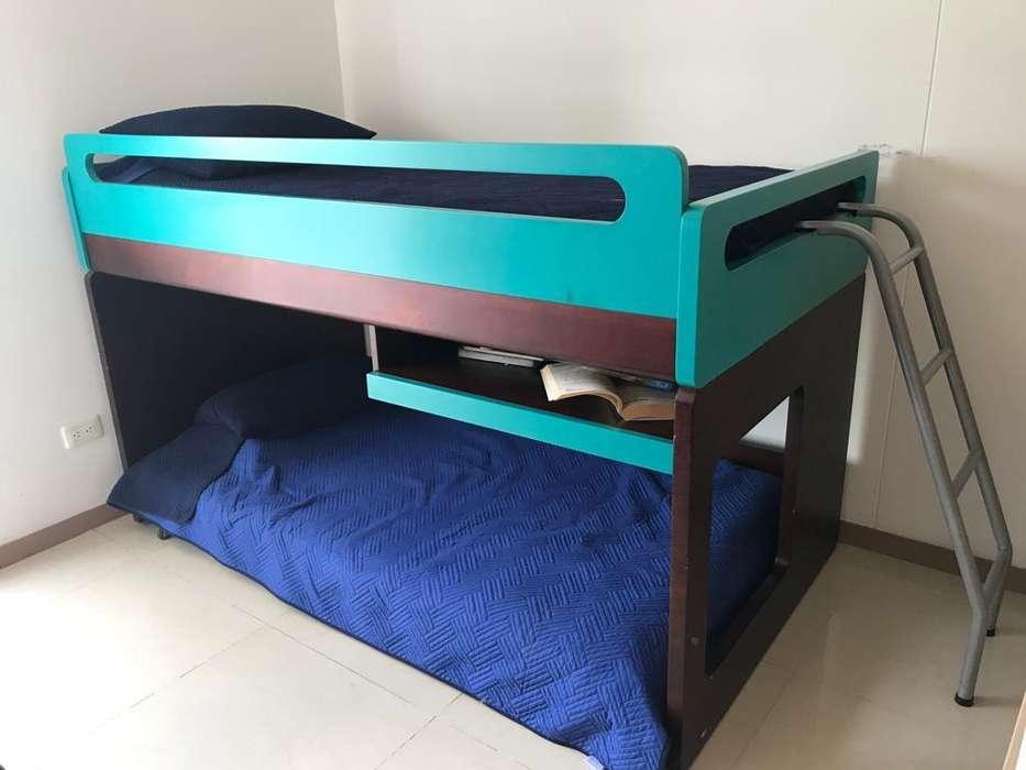 Camarote con cama móvil y escritorio
