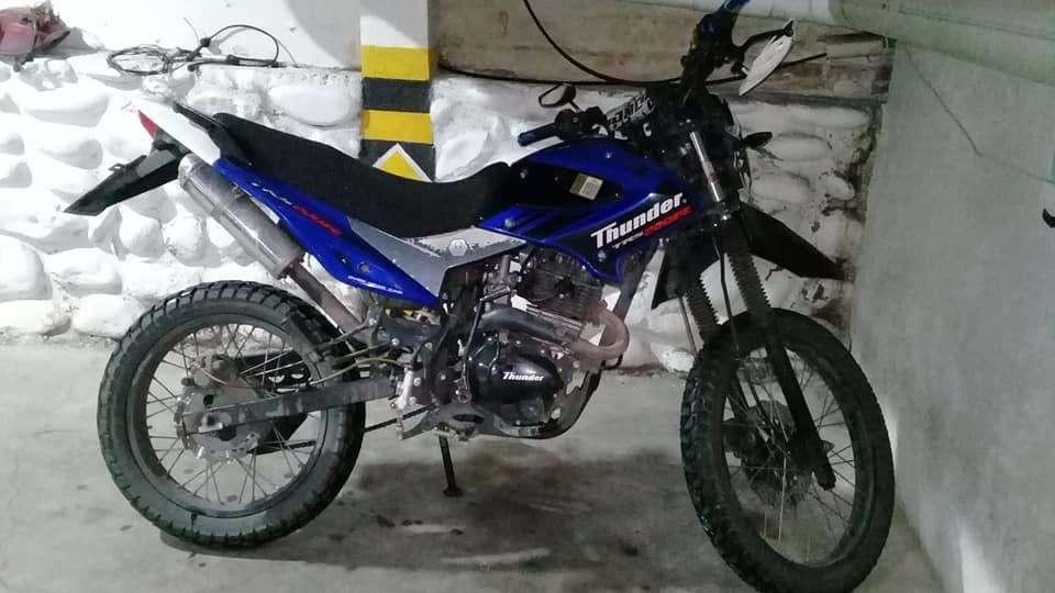 VENTA DE MOTO THUNDER 200.