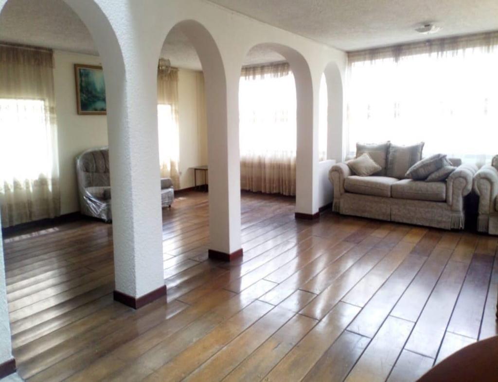 Miraflores, casa, 300 m2, alquiler, 4 habitaciones, 4 baños, 3 parqueaderos