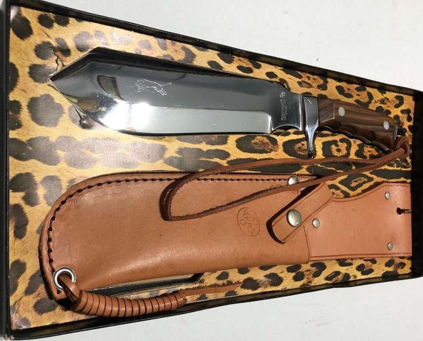 CUCHILLO DE CAZA MUNDIAL HUNTING KNIFE PUMA. COLECCIÓN. ANTIGUO. SIN USO.