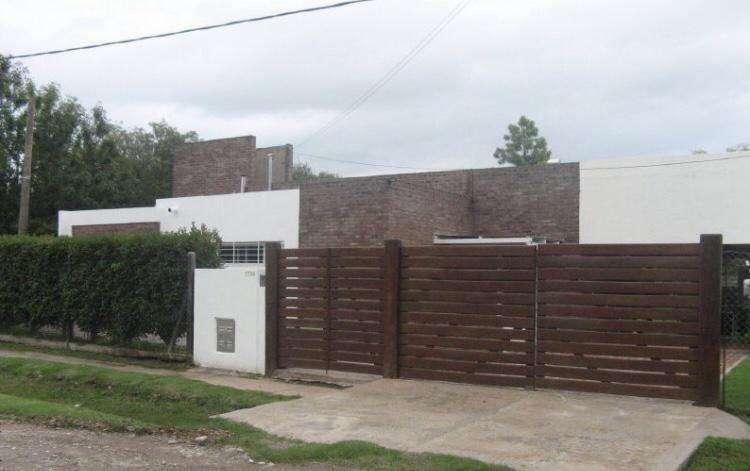 Venta Casa en Funes 3 dor, Piscina zona Urbana - Gazze