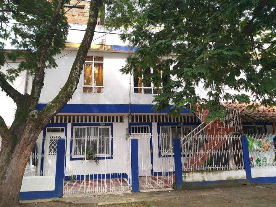 Oportunidad!! Edificio de Tres Pisos, EXCELENTE!! Ubicación!!, Recibo VEHICULO