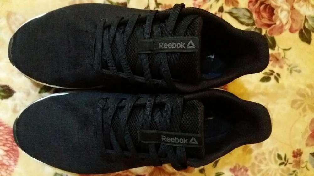 Zapato Reebok con Poco Uso Negosiable