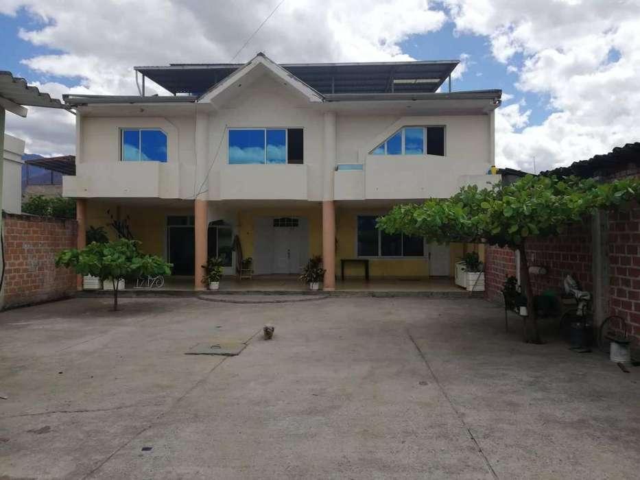 Venta Casa de Dos Plantas con Local Comercial en Catamayo.