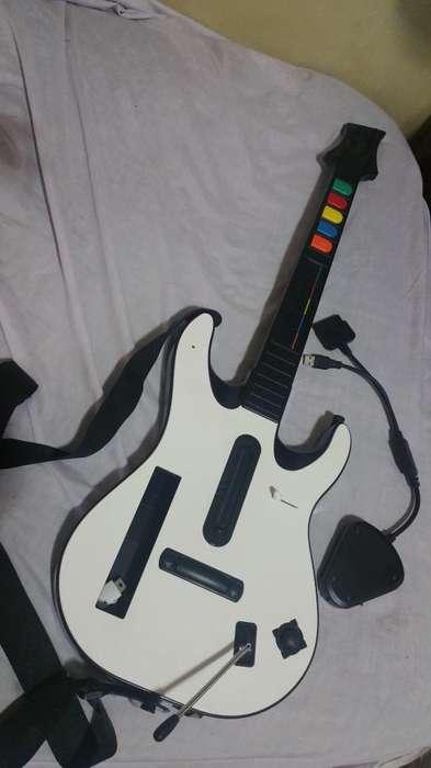 Gitarra para guitar Hero, en excelentes condiciones. WIi/Ps2/PC