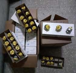 Vendo enchufe blindado metalico, USA, lote de 1000 unidades, precio de oportunidad.