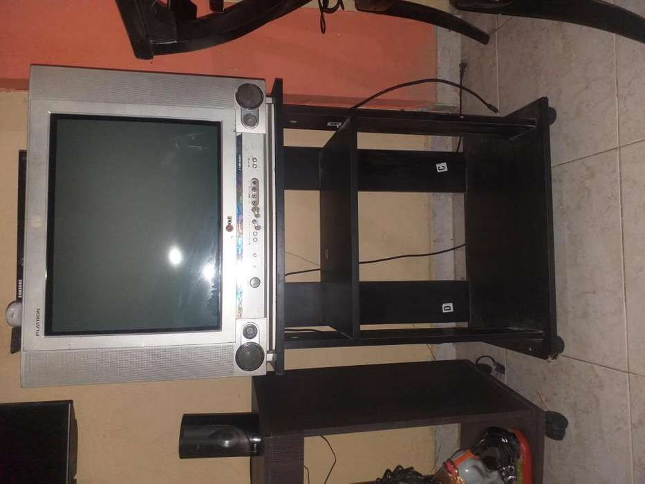 Vendo tv mesa DVDbluerey