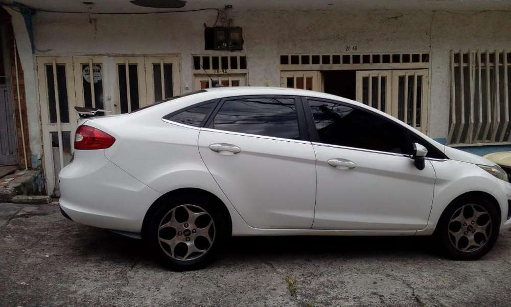 <strong>ford</strong> Fiesta  2011 - 123 km
