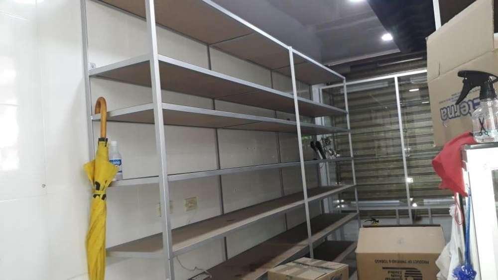 estanteria metalica con tablones de madera