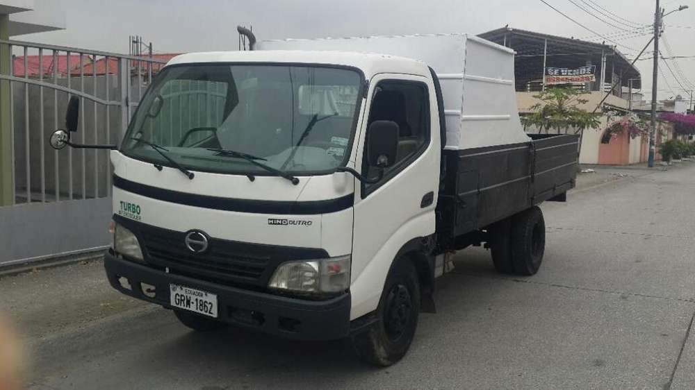 Camion marca Hino modelo Dutro de 5 toneladas de capacidad año 2009