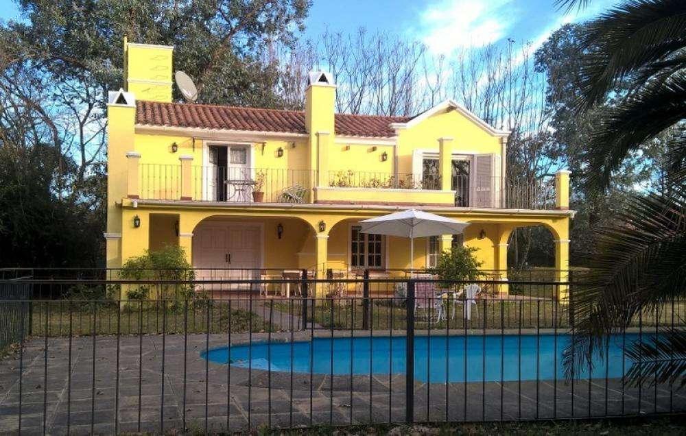 jf64 - Casa para 1 a 12 personas con pileta y cochera en San Lorenzo