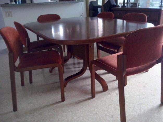 Mesa en madera de comedor y/o mesa de reuniones de 6 puestos 1.80 x 1.20m
