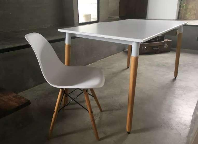 FABRICA // Mesa y 4 <strong>sillas</strong> Eames ENVIOS