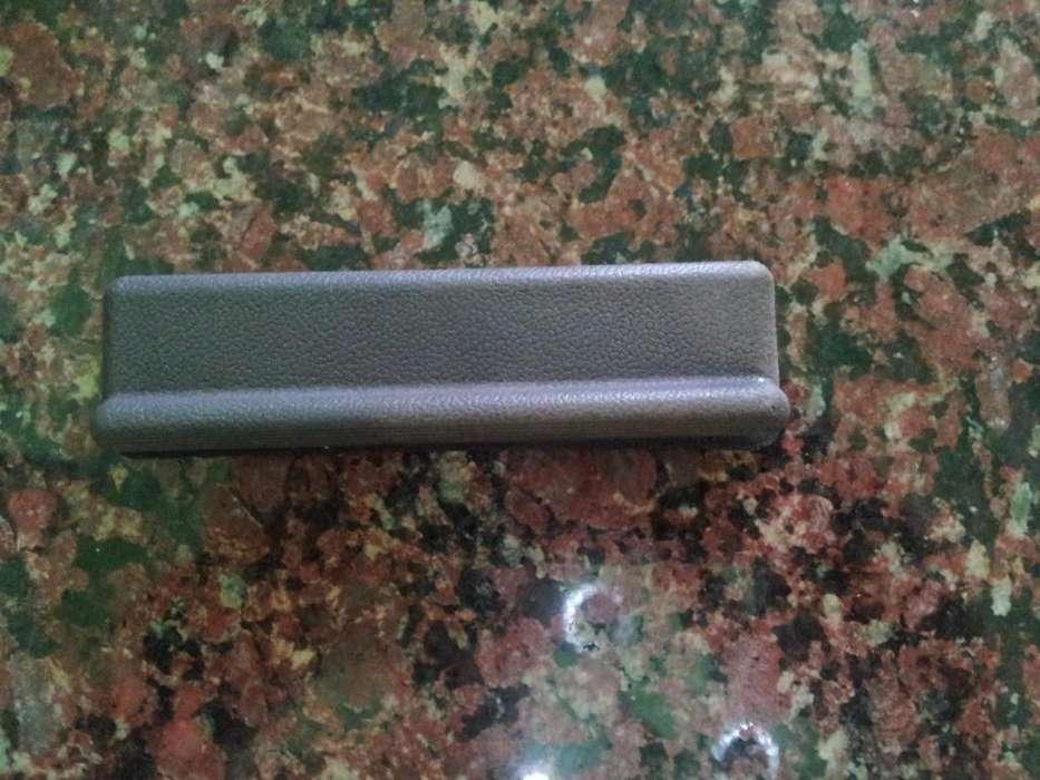 renault 4 vendo tapa de ventilacion y optica original soporte estante